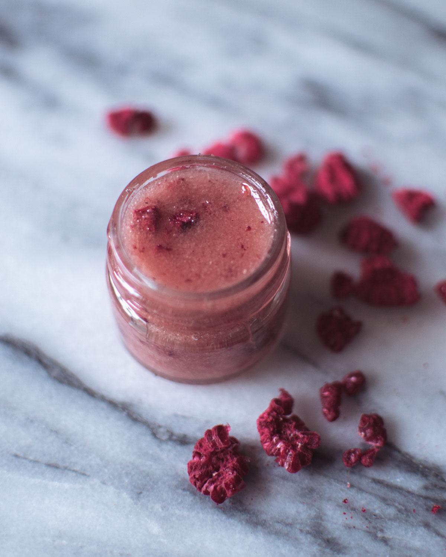 DIY Lipscrub med honung och hallon