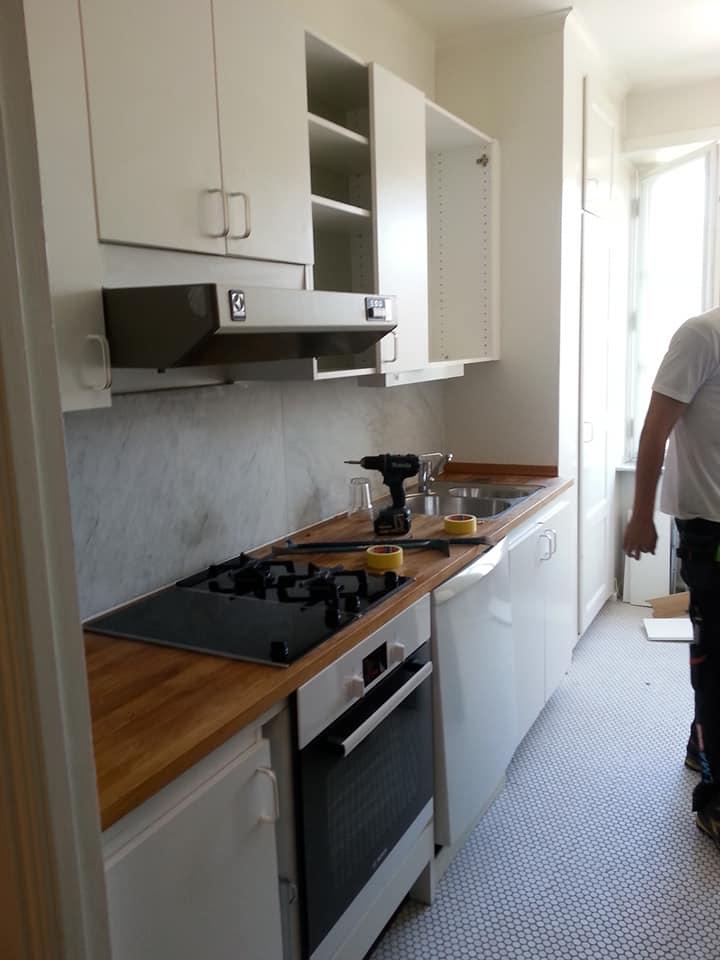 Köket precis innan nedrivning. Ska bli så skönt att få något mer modernt och där allt fungerar!