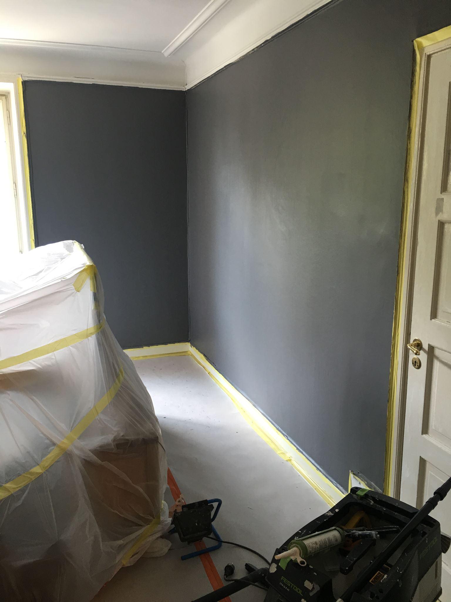 …och den grönbrungråa färgen har bytts mot en mörkgrå!