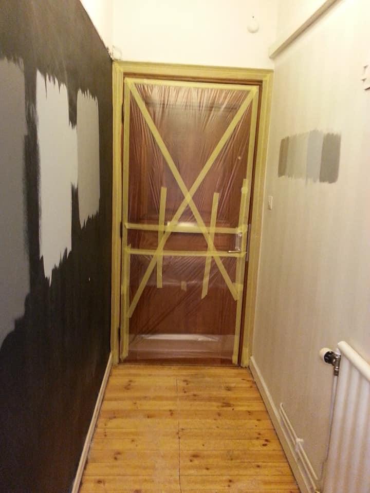 Hallen har varit mitt hatobjekt: smal och olika färg på väggarna.