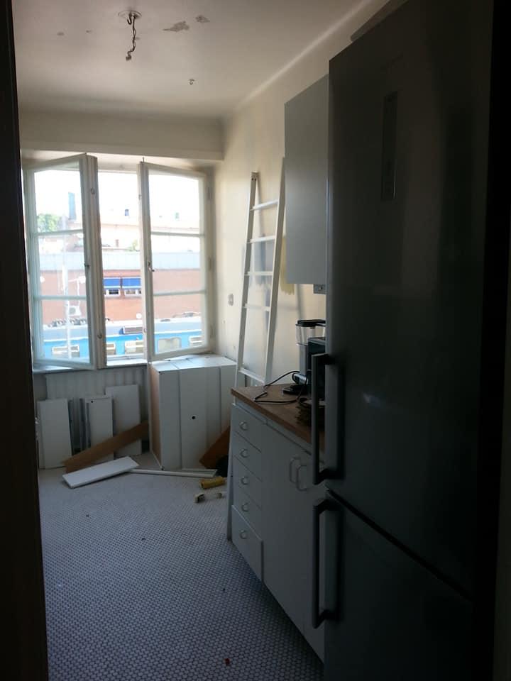 Andra sidan av köket – kommer bli trevligt med ett helt tak!