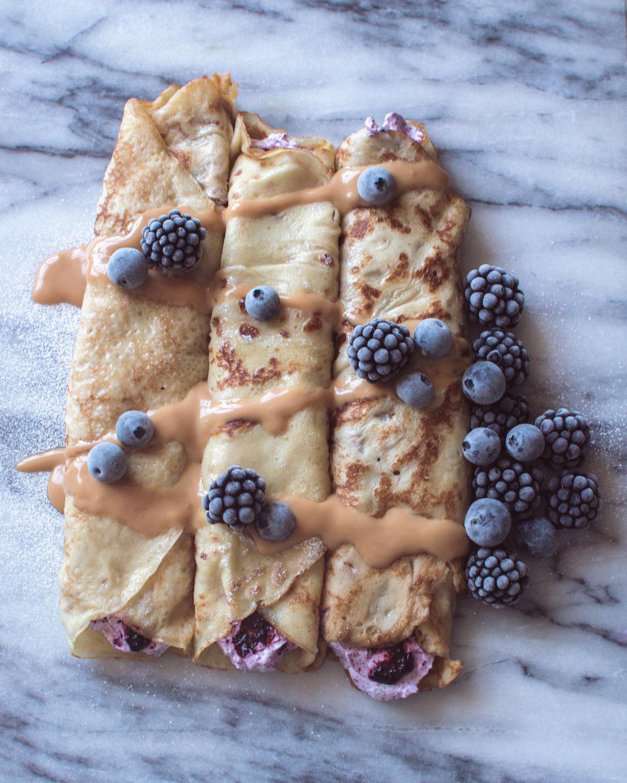 Recept: pannkakor med blåbärs- och lavendelgrädde